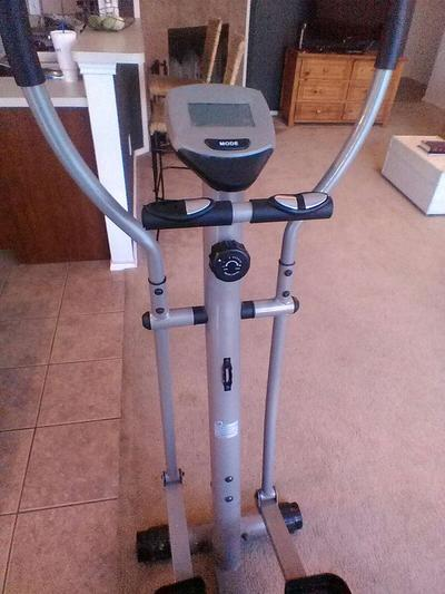 Deluxe Magnetic Elliptical Ee220 For Sale In Keller Tx 5miles Buy And Sell A hand pulse monitor and odometer are located on each of the movable arms, which allows you keep track of distance covered, heart rate, speed and calories burned. 5miles