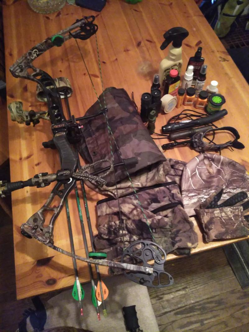 Photo Quest g5 Torch 120 lb draw compound bow