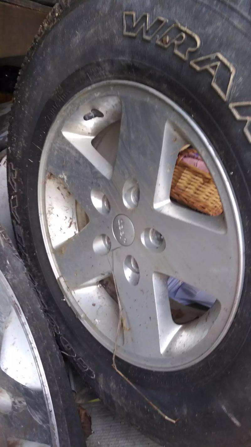 Photo Price lowered jeep tires and rims set of 4