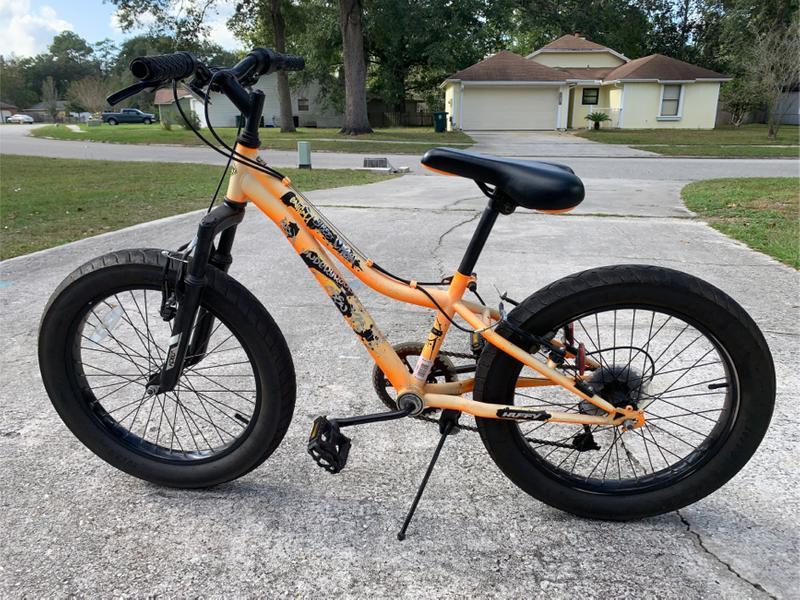 Photo Huffy Enigma Boys 20 Fat Tire 6 speed bike