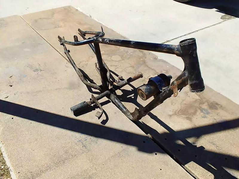 Photo 1940s1950s harley Davidson hummer super 10 frame with some original parts. Fram is in good condition.