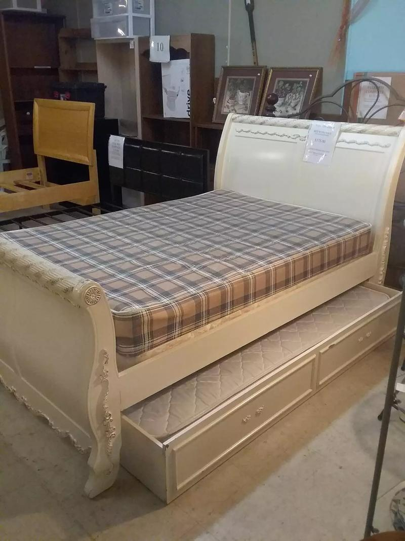 Full size sleigh bed with trundle mattresses & boxspring ...