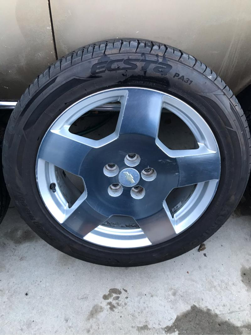 Photo 18 inch Chevy wheels with NEW 22550R18 Kumho tires