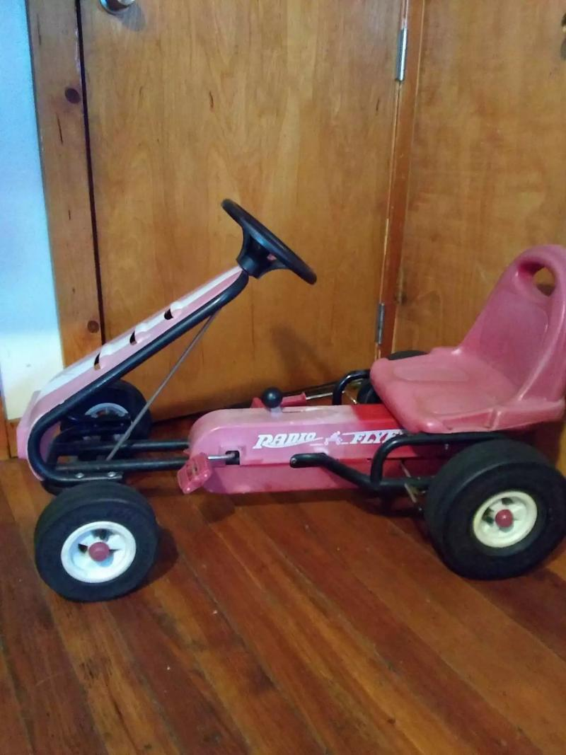 Photo Vintage radio flyer peddle go cart $75 cash only serious inquiries only thank you