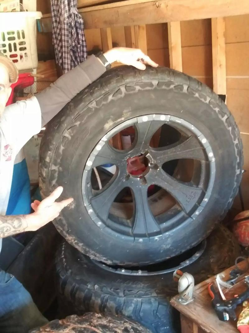 Photo 4 35 12.50 20 wheels and tires wheels are beadlock and I also have the lugs and wheel lock key