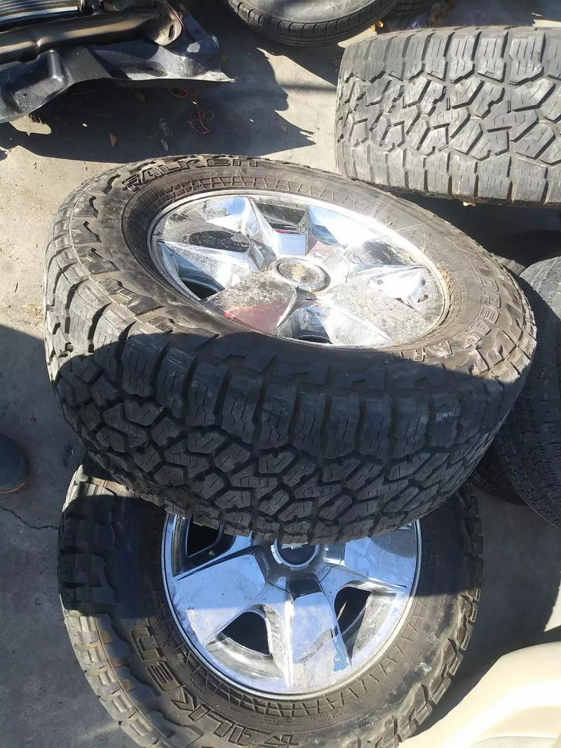 Photo Set of rims with semi new tires