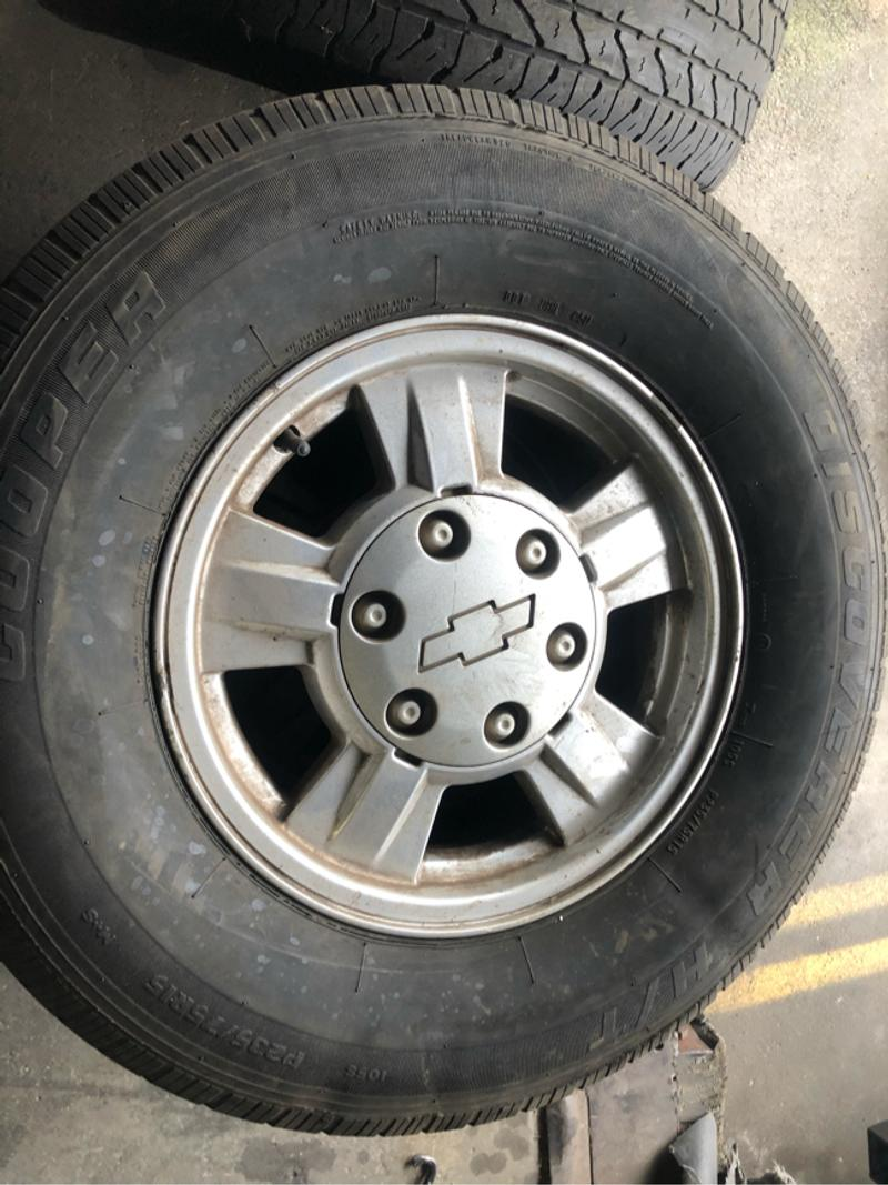 Photo 4 tires with rims for Chevy 6 lugs
