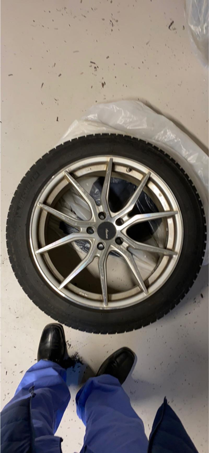 Photo 4 snow tires with wheels for Mercedes S550 4matic