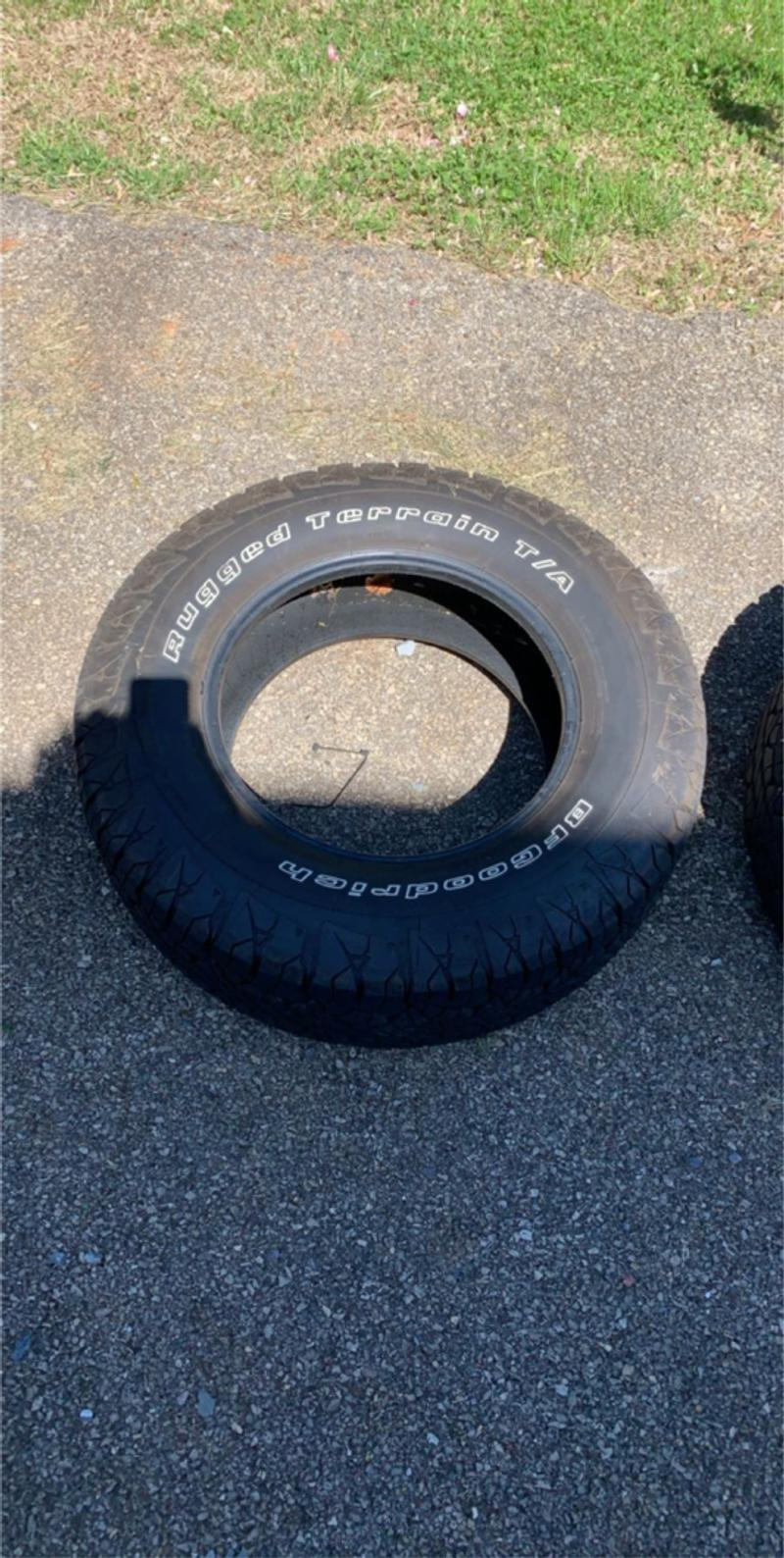 Photo 2 17 inch tires came off Ford Explorer