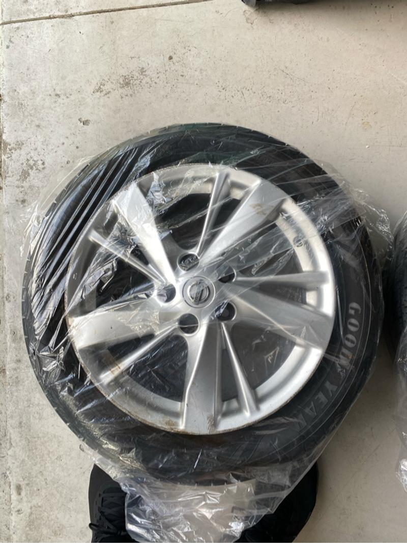 Photo Tires and rims 17 inch Nissan rims and 215 55R 94v Goodyear assurance tires