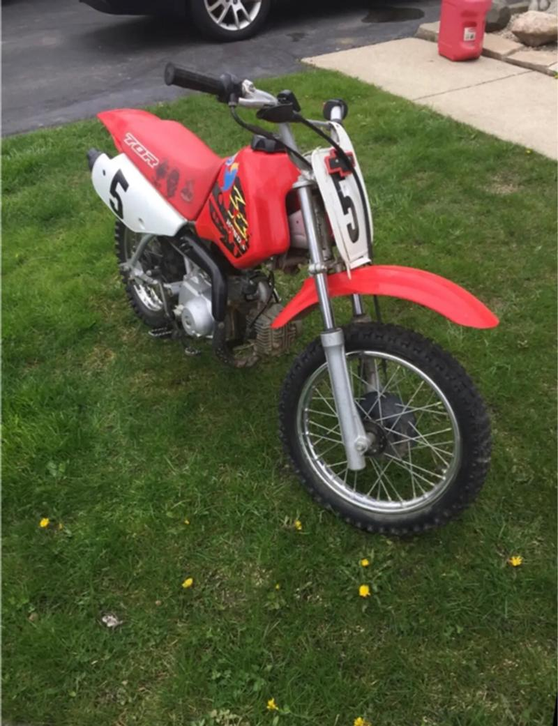 Photo im selling my sons dirt bike, he doesnt ride it no more so we are selling it!