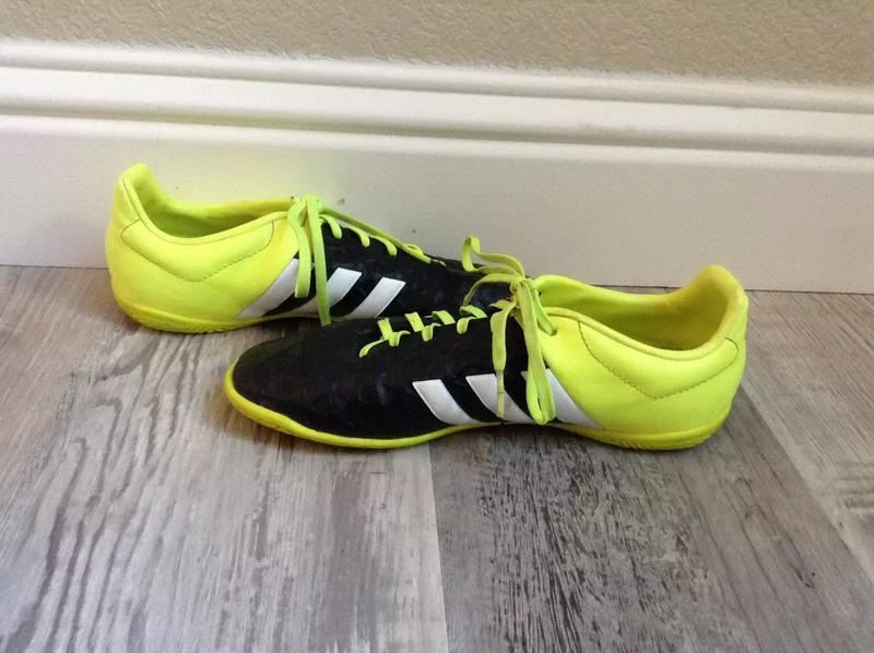 Photo Adidas mens size 6 indoor s soccer cleats
