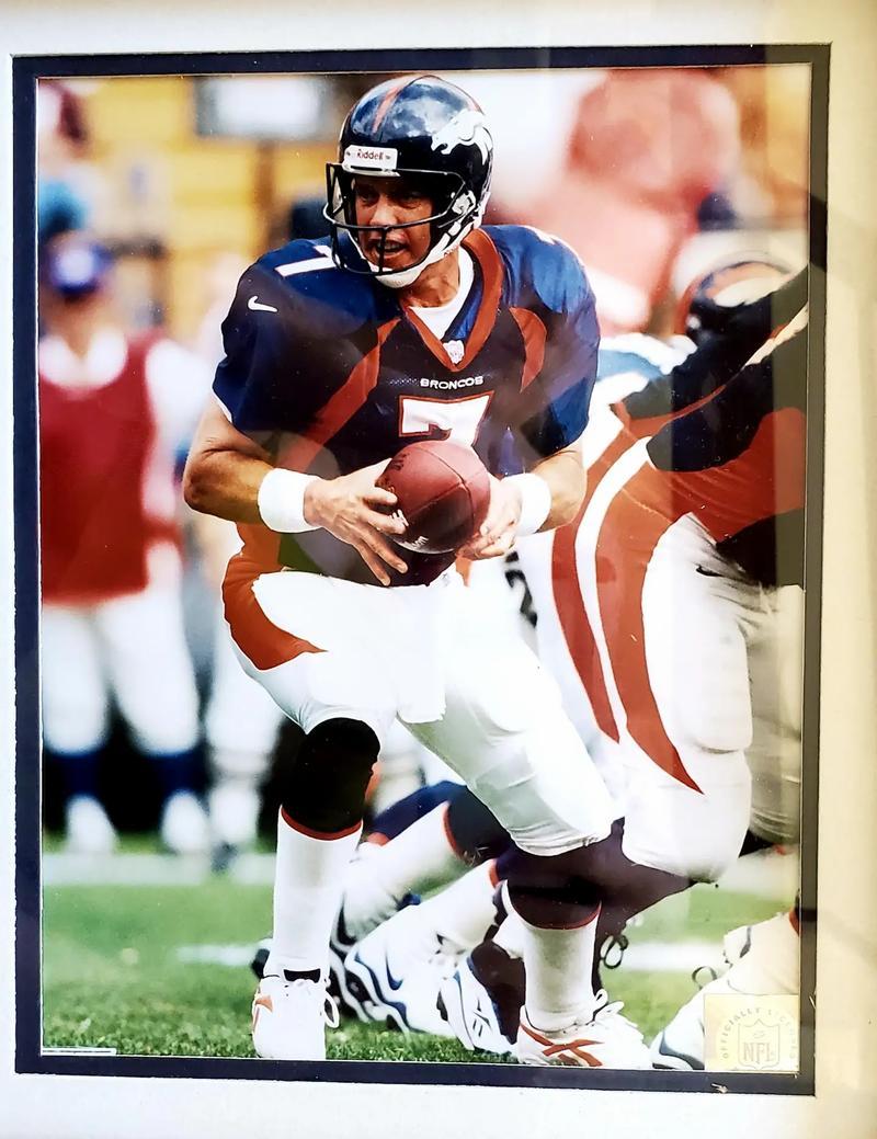 Photo 1998 Denver Broncos John Elway Photo, Stats Matted Framed