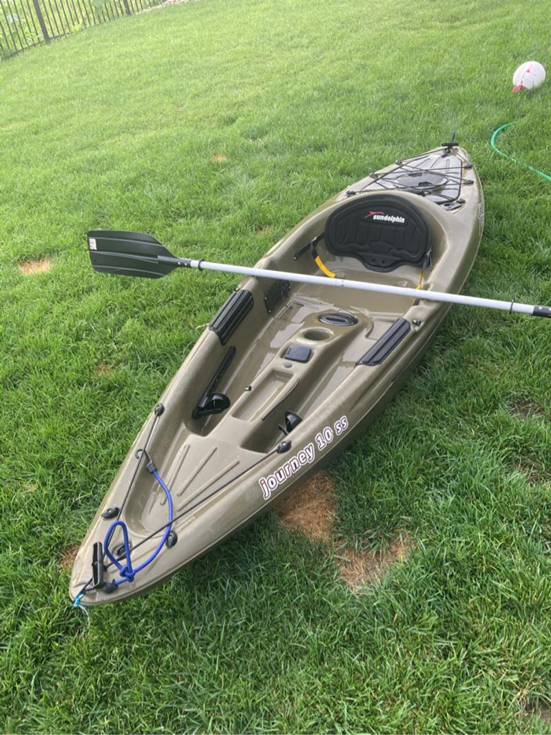 Photo Fishing kayak. Sun dolphin lightly used no more than five times
