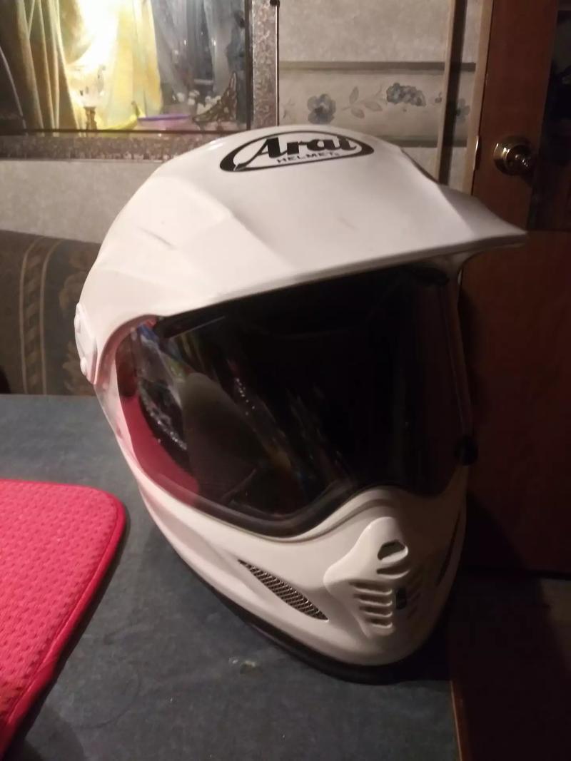 Photo ALL WHITE ARAI XD4 MOTORCYCLE HELMET FOR SALE.