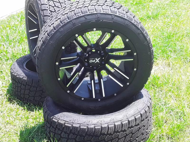 Photo Truck rims and tires