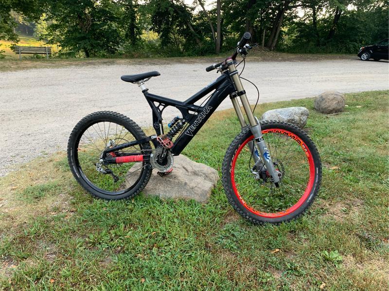 Photo Mountain bike full fox suspension