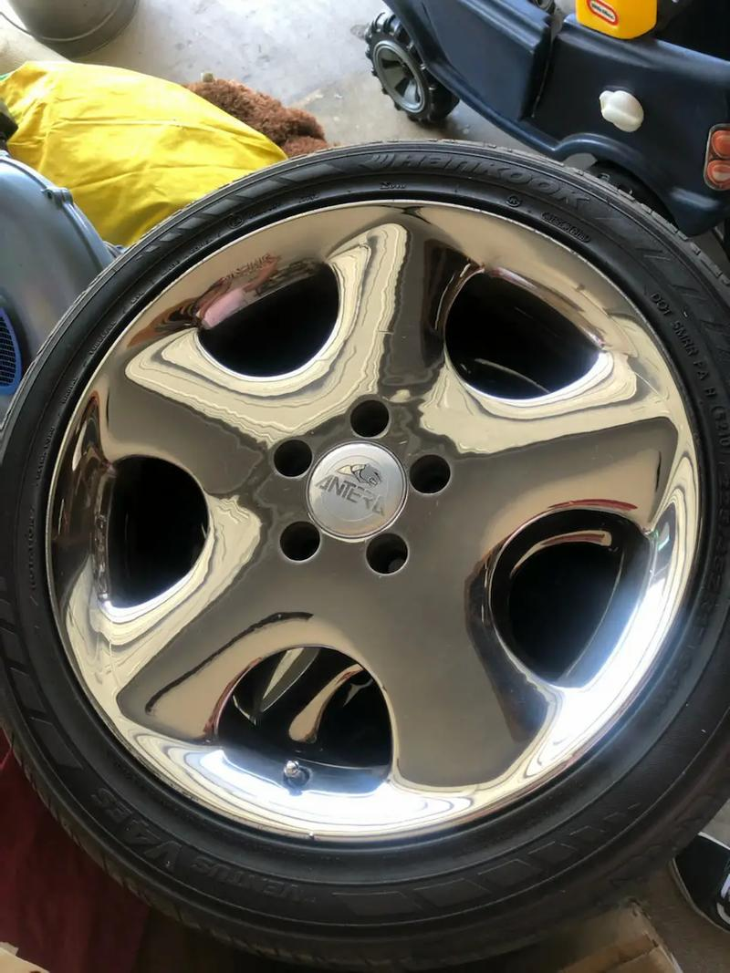 Photo 4 tires with 17 rims 5 lugs