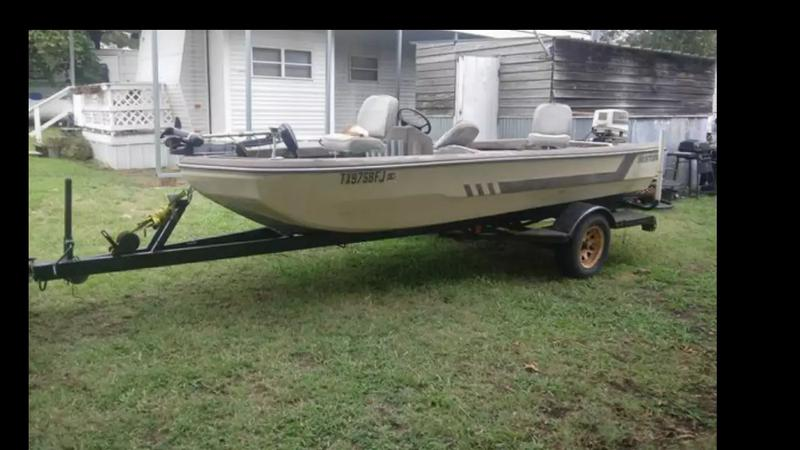 Photo 1980 Hustler Boat 1988 Johnson 50hp, needs a water pump and fuel line. Great, Strong Motor! Great Boat! Make an offer..