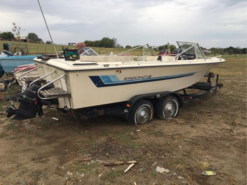 Photo Starcraft boat. Needs work