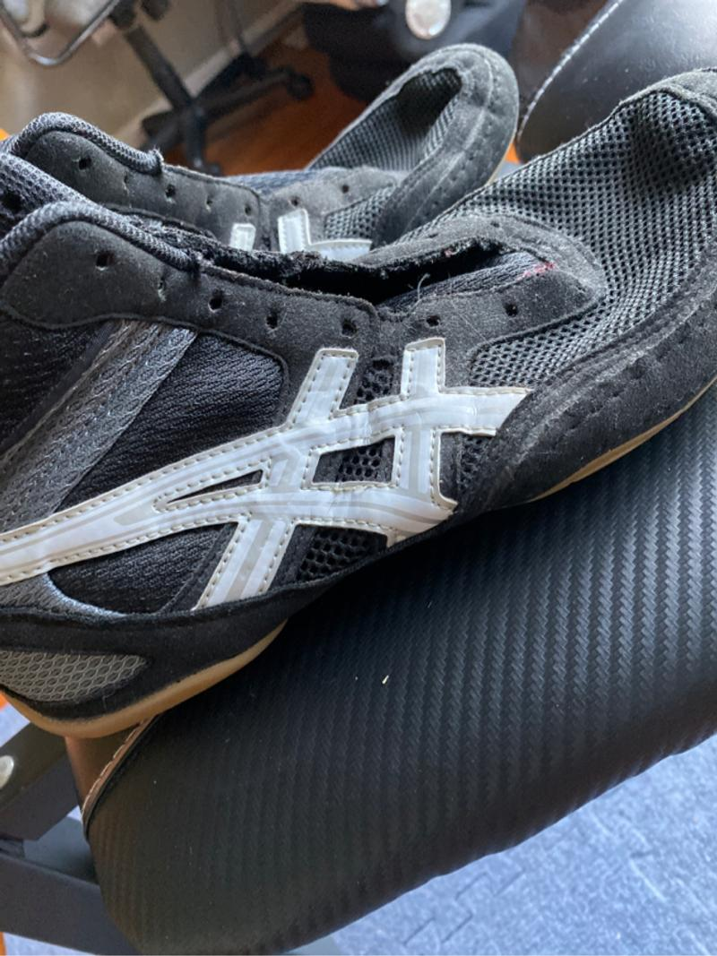 Photo 9.5 wrestling shoes no shoelaces