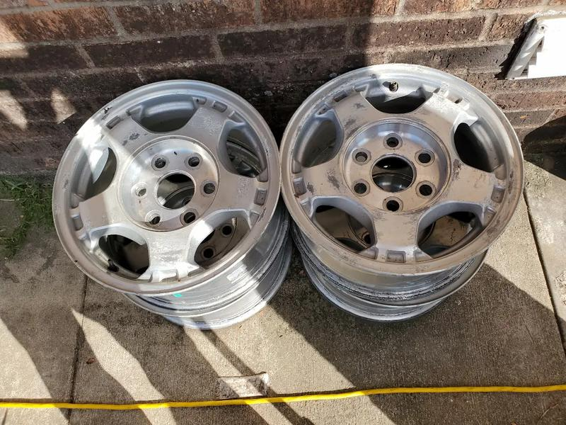 Photo Set of 4 stock rims 16 inch they come without sensors and no center caps for chevy 6 lugs