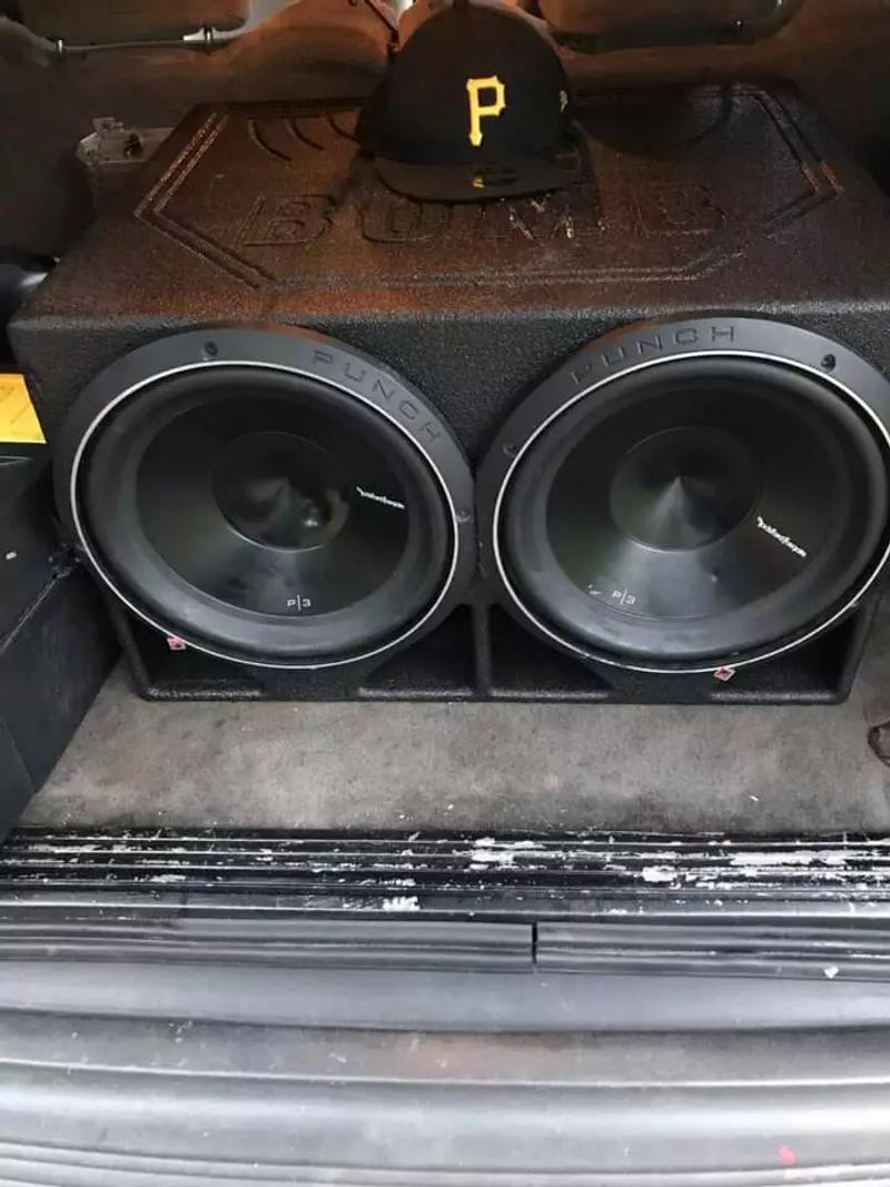 Photo 2 P3 Rockford 12 with pro boxs and a 1200 watt Hifonic amp and 4 gauge wire