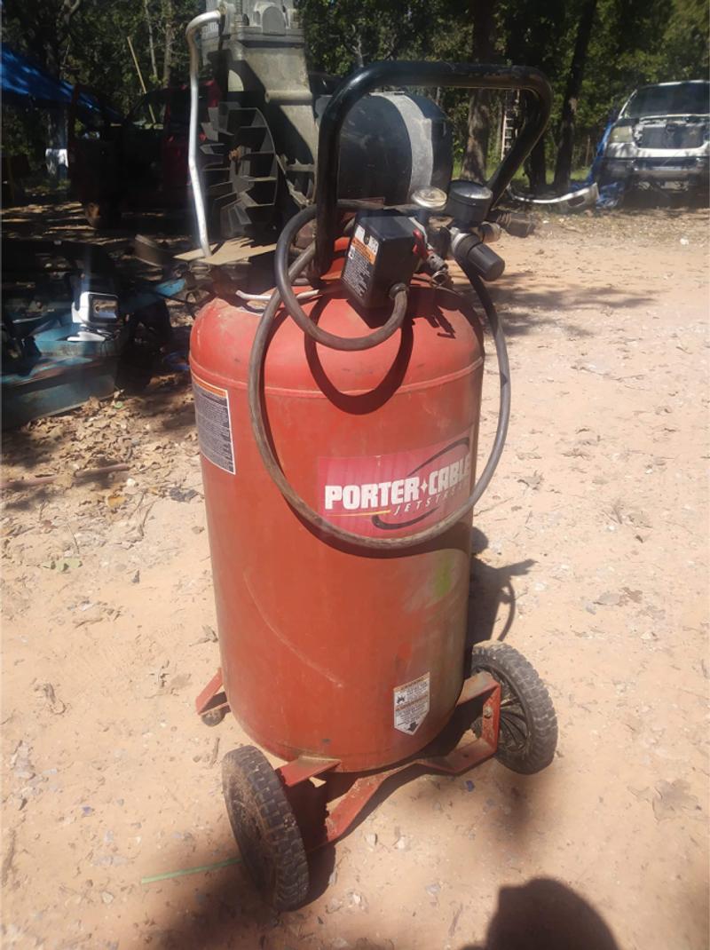 Photo Porter cable air compressor model CPF6025VP 25gal, 135 psi 6.0 hp
