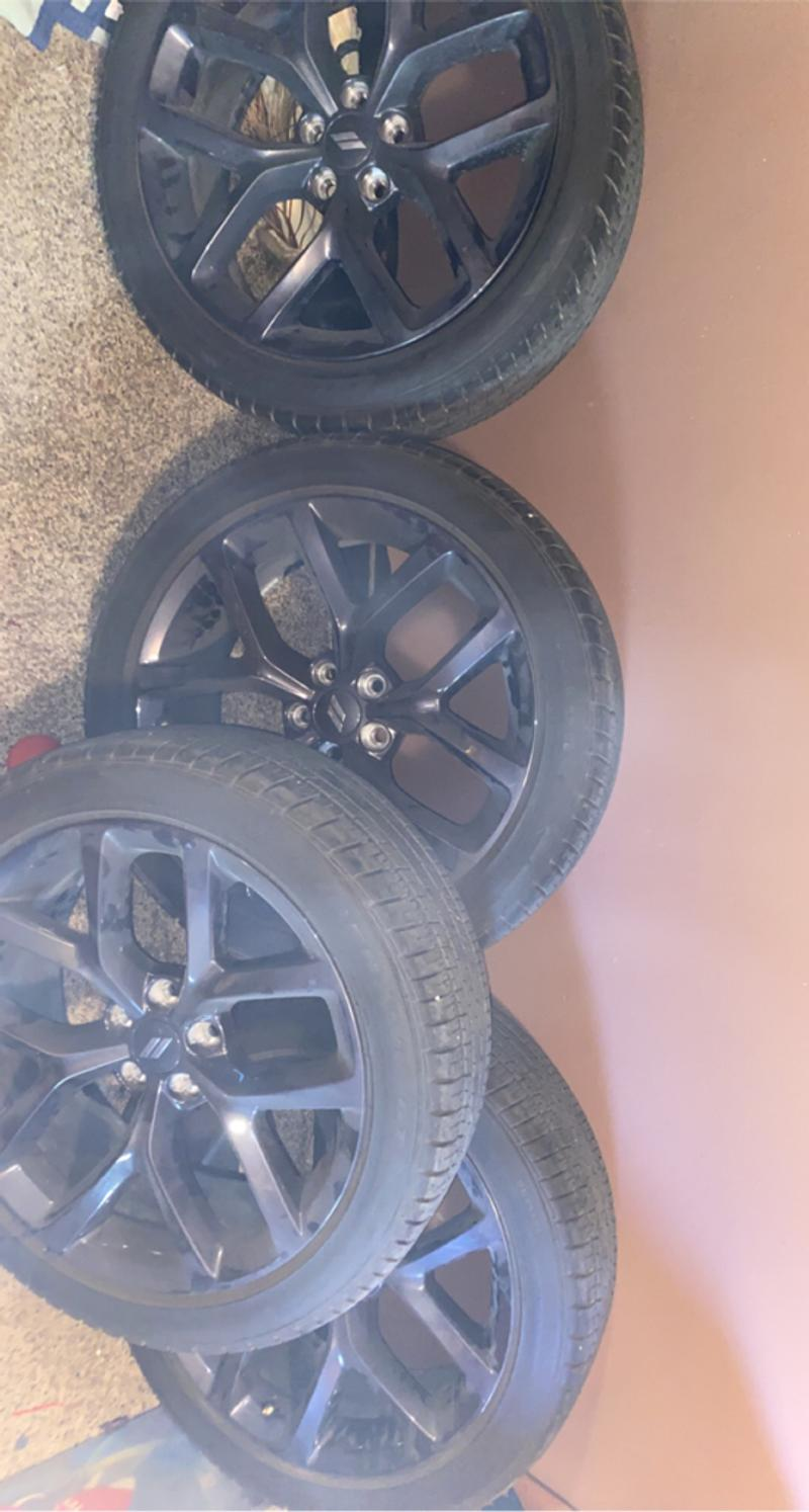 Photo 2020 Dodge Charger rims and tires