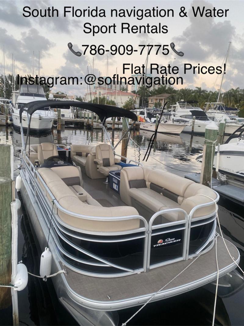 Photo Luxury pontoon boat rentals jetski rentals tubing and water sports