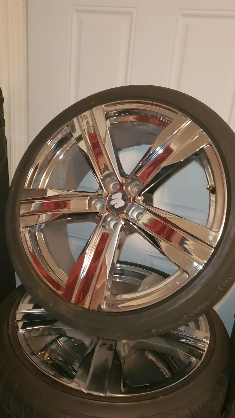 Photo Rims 20 inch GM rims24535 Z 20 front25535 Z 20 rear $600 obo No shipping out of state Local buyers and surrounding areas only.....New Orleans La