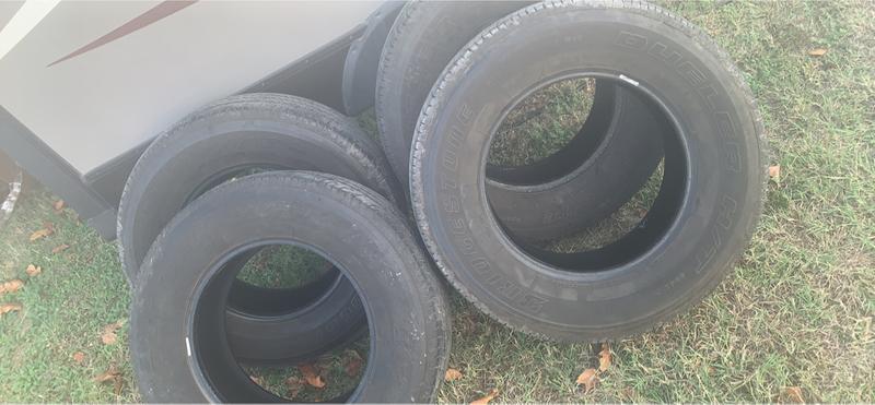 Photo Bridgestone Dueller 17 inch tires good used condition