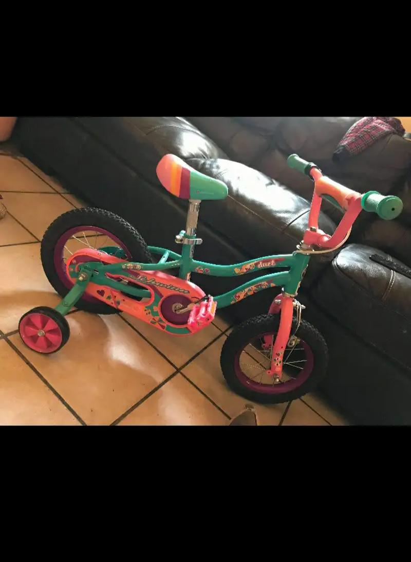 Photo Toddler girls schwinn bike