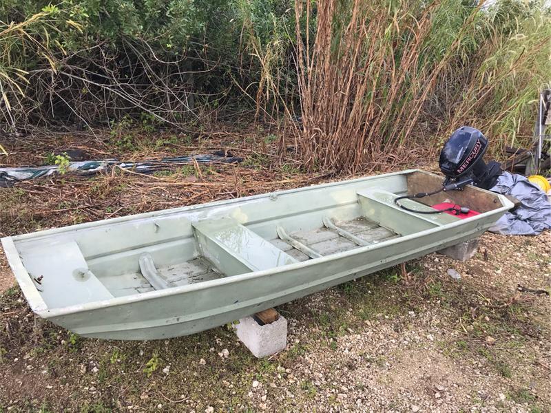 Photo 12ft Jon boat with 8HP Mercury