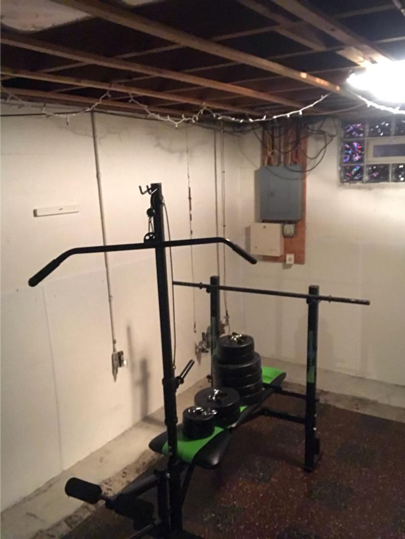 Photo Weight bench with leg extension and lat pulldown
