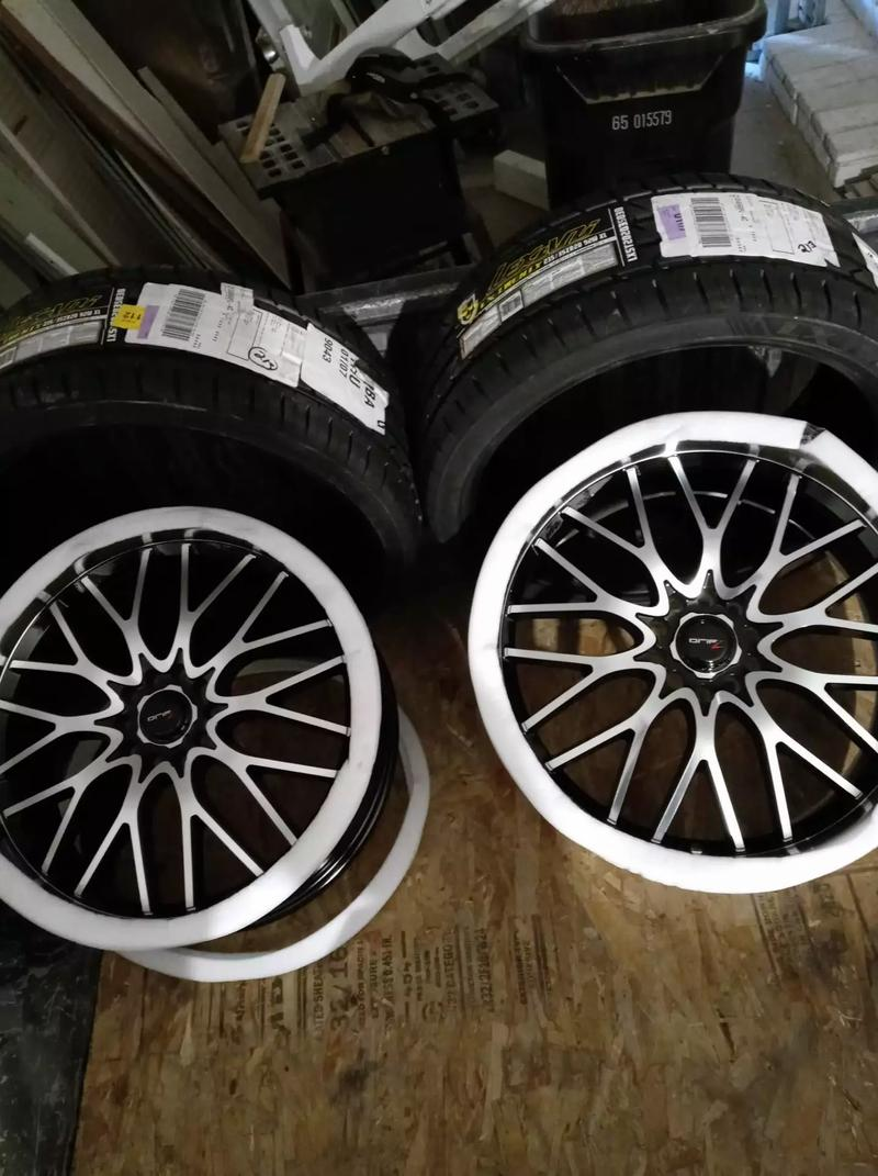 Photo Brand New 2 20 Rims and 2 brand new tires for sale