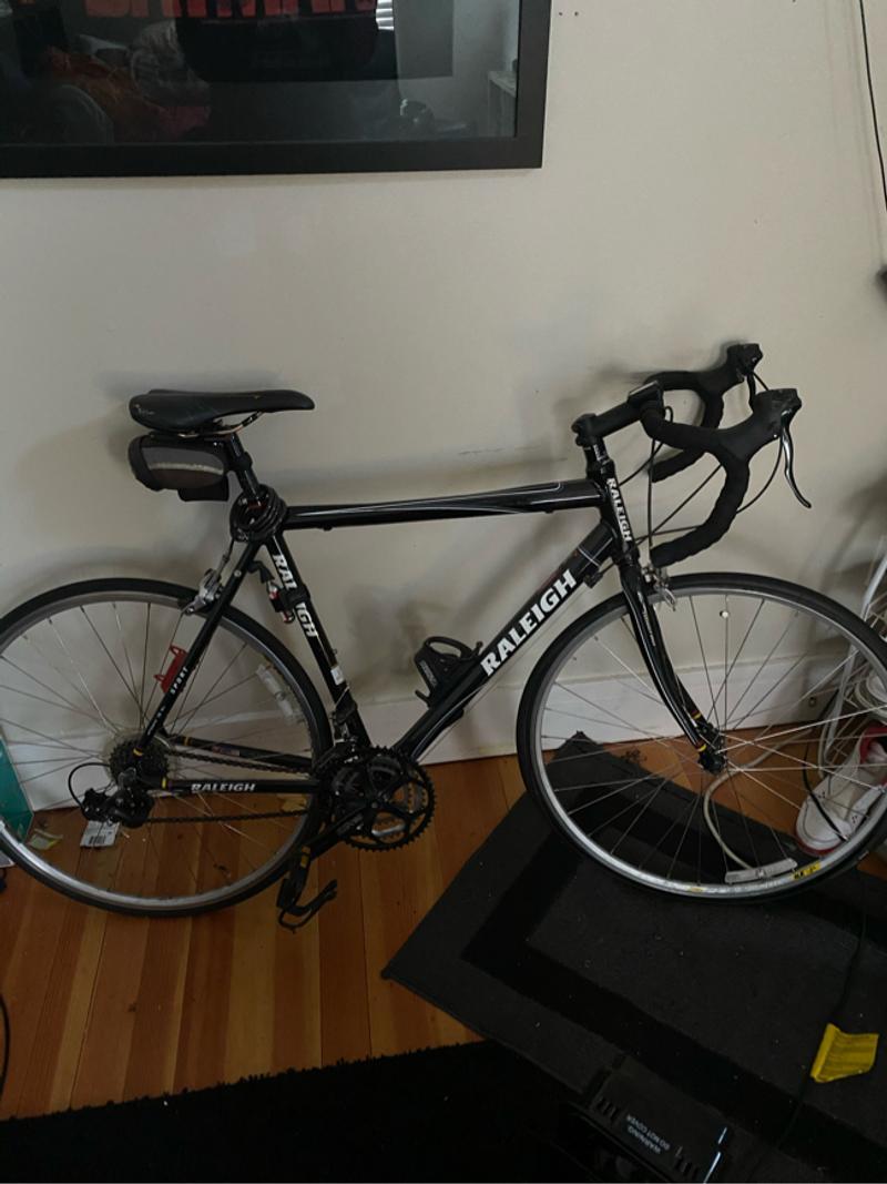 Photo Black Raleigh sport bike