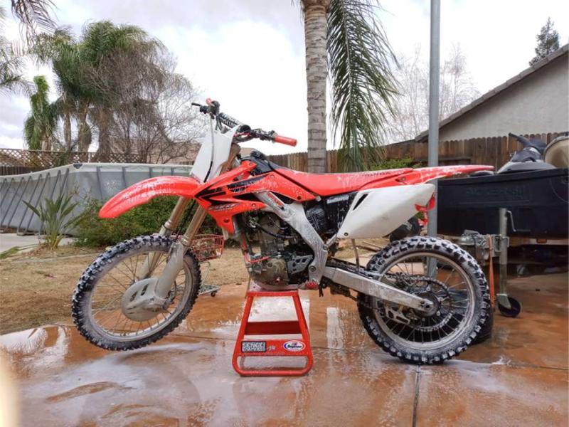 Photo Washing dirt bikes or pit bikes