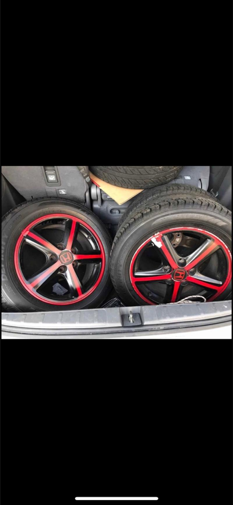 Photo Honda rims with tire in good condition