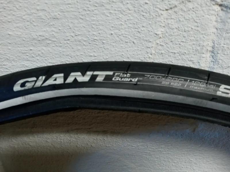 Photo Bike road tires, 700c