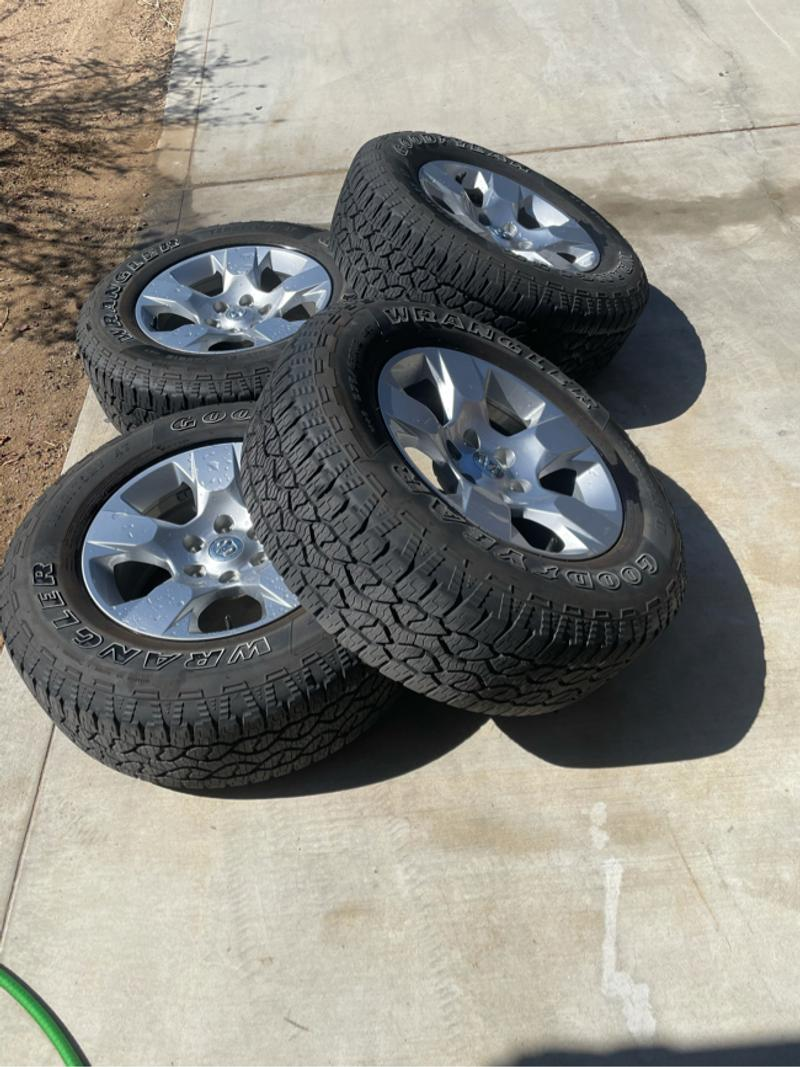 Photo Stock Rims and New Tires For 2019 Ram 1500 Bighorn New Gen