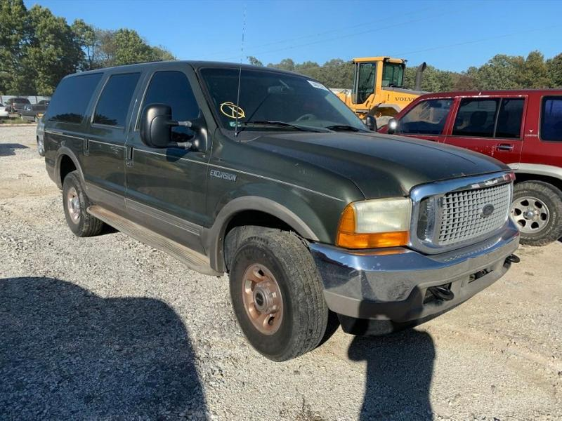 Photo FOR PARTS A 2001 FORD EXCURSION 6.8 V10 ENGINE 4R100 4X4 AUTO TRANS