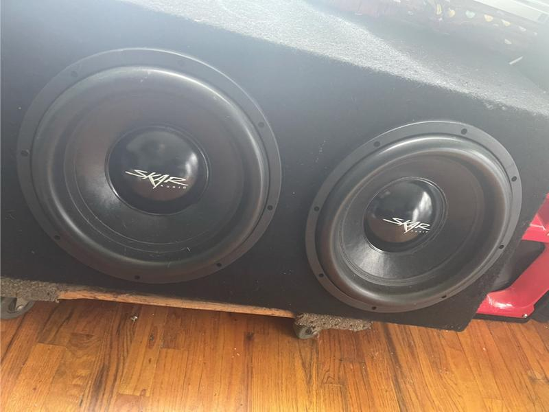Photo I am selling a skar audio with a ds18 speaker they are very loud I do not have the wires